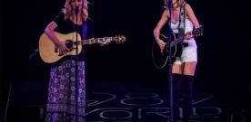Taylor Swift  et Lisa Kudrow chantent le «Smelly Cat» de Friends sur scène