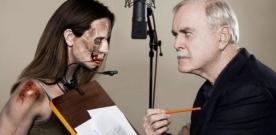 John Cleese résume les six premières saisons de The Walking Dead !!!
